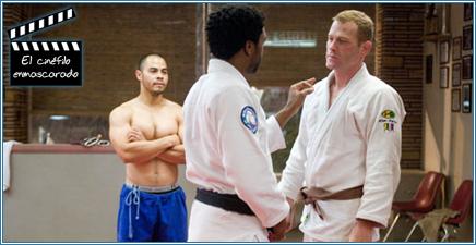 Mike Terry, el instructor, enseñando en su escuela.