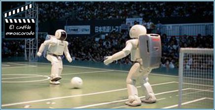 El robot Asimo jugando al fútbol