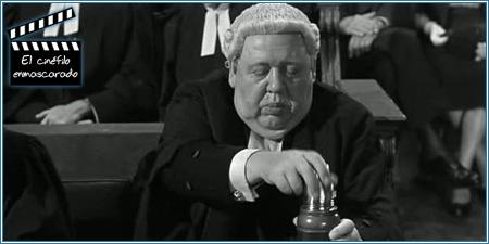 """Charles Laughton tomando su """"medicina"""""""