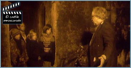 Con los huérfanos en los sótanos del museo