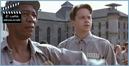 Morgan Freeman y Tim Robbins en el patio de la cárcel