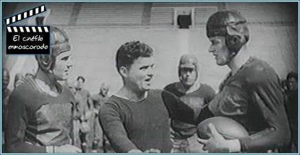 """El primer plano de su carrera cinematográfica, como extra en """"La estudiante"""" (1926). Es el futbolista de la derecha."""