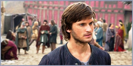 Tom Weston-Jones en 'Un mundo sin fin'