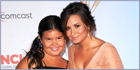 Madison de la Garza y Demi Lovato