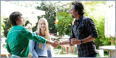 Josh Hutcherson, Mia Wasikowska y Mark Ruffalo