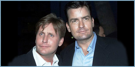Emilio Estevez y Charlie Sheen