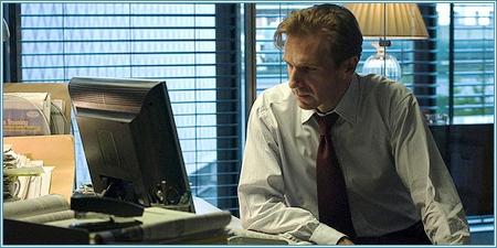 Ralph Fiennes es Justin Quayle