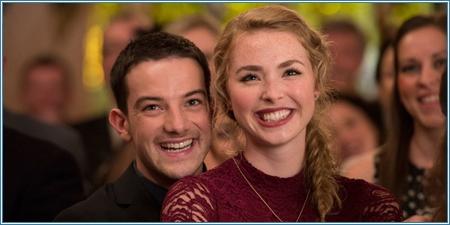 Kevin Guthrie y Freya Mavor son Ally y Liz