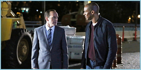 El agente Coulson y Mike Peterson