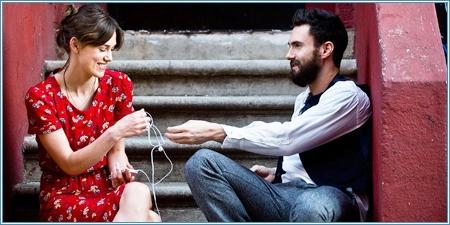 Keira Knightley y Adam Levine