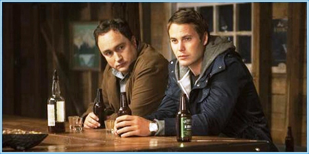 Mark Critch y Taylor Kitsch