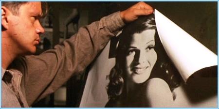 Andy y su póster de Rita Hayworth