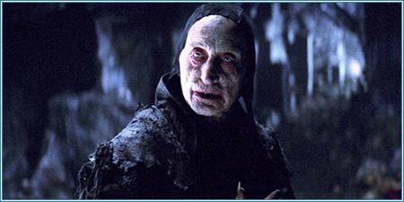 Charles Dance es el maestro vampíro
