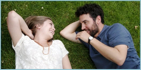 Elizabeth Olsen y Josh Radnor