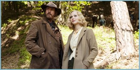 Rhys Ifans y Jennifer Lawrence