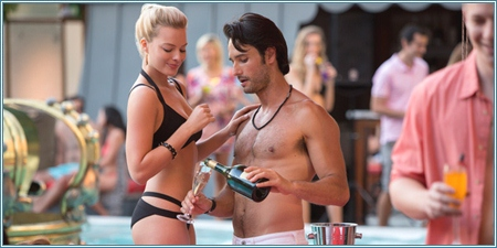 Margot Robbie y Rodrigo Santoro