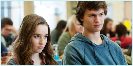 Kaitlyn Dever y Ansel Elgort