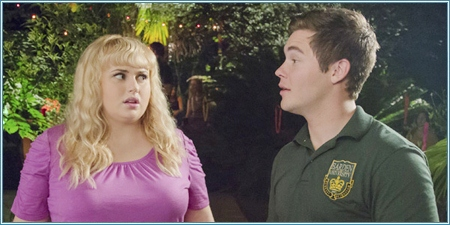 Rebel Wilson y Adam DeVine