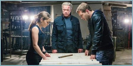 Sarah, Terminator y Kyle tienen un plan