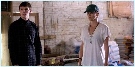 Nicholas Hoult y Charlize Theron