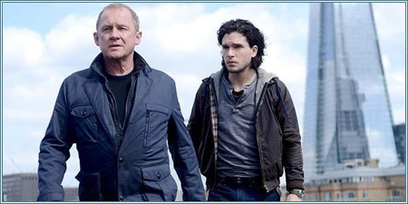 Peter Firth y Kit Harington