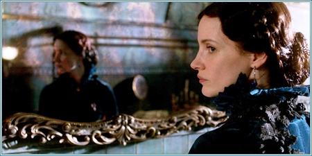Jessica Chastain es Lady Lucille Sharpe