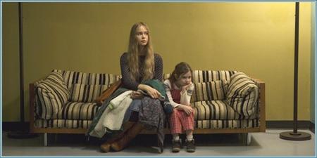 Katherine Waterston y Makenzie Moss