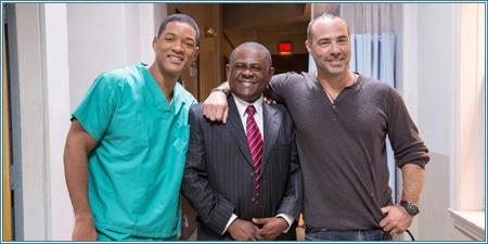 Will Smith, el verdadero doctor Omalu y el director Peter Landesman