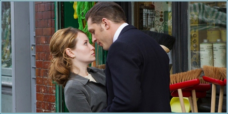 Emily Browning y Tom Hardy