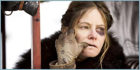 Jennifer Jason Leigh es Daisy Domergue