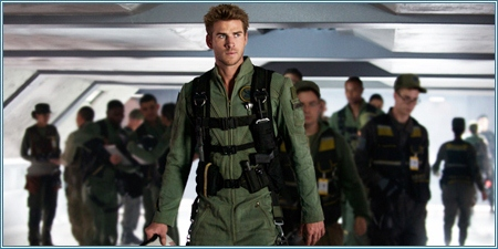 Liam Hemsworth es Jake Morrison