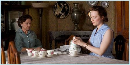 Julie Walters y Saoirse Ronan