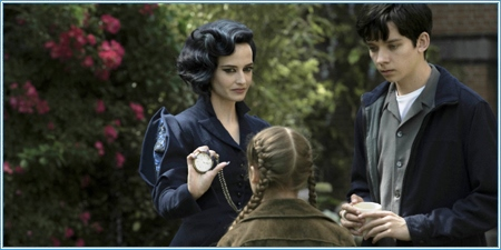 Eva Green, Asa Butterfield y Georgia Pemberton