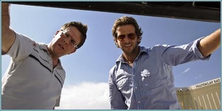 Ed Helms y Bradley Cooper