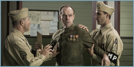 Hugo Weaving es Tom Doss