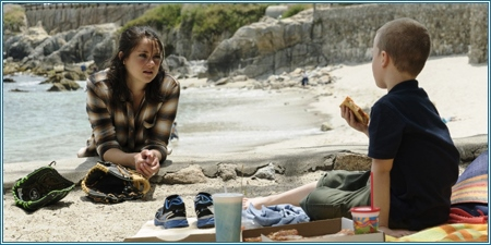 Shailene Woodley e Iain Armitage son Jane y Ziggy