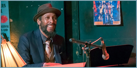 Ron Cephas Jones es William H. Hill