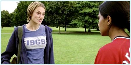 Keira Knightley y Parminder Nagra